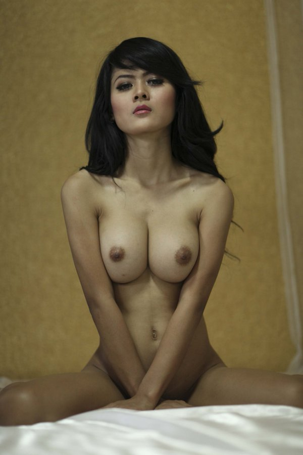 pic-indonesian-topless-model-pakistani-woman-naked