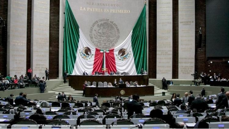Senador pide recortar 50% del presupuesto a partidos e INE