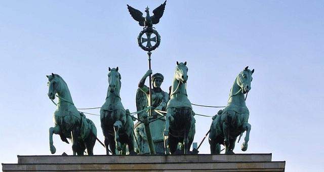 Πύλη του Βρανδεμβούργου το αρχαιοελληνικο μνημείο στον Βερολίνο