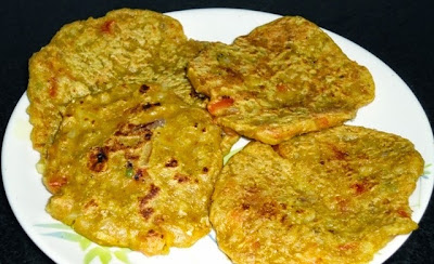 uttapam in a serving plate