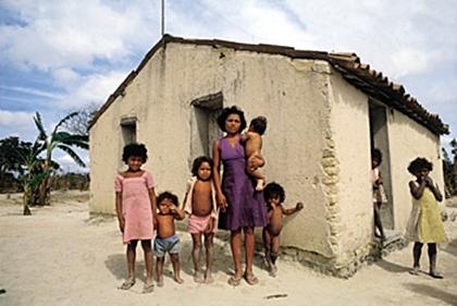 Resultado de imagem para famílias pobres