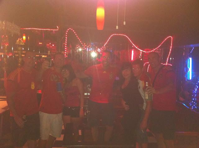 En el bar con amig@s thais