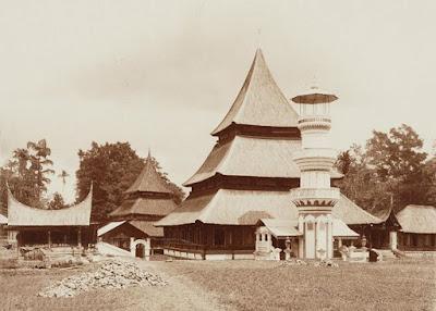Peninggalan Sejarah Bercorak Islam di Indonesia - berbagaireviews.com