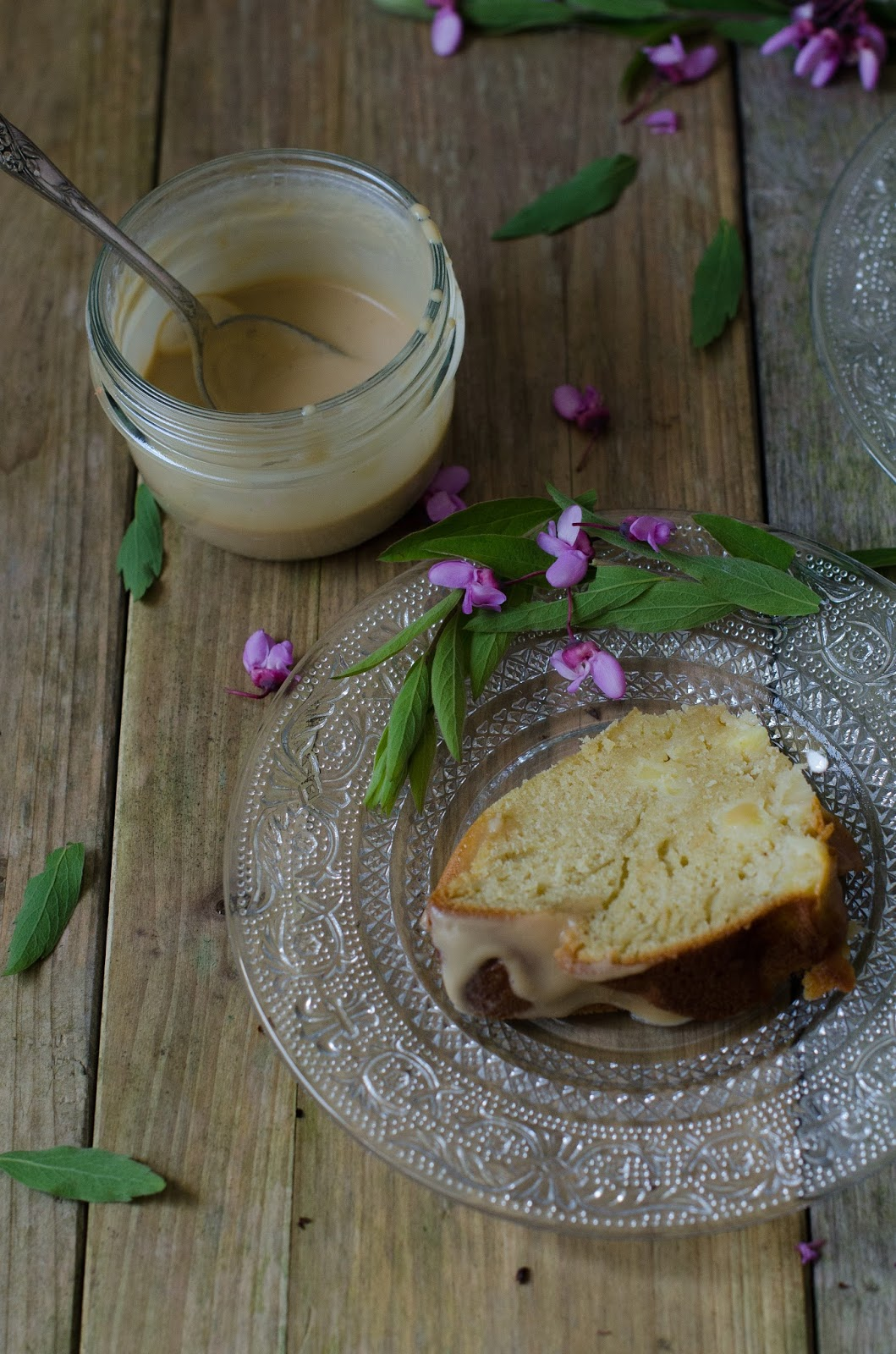 Bundt cake aux pommes et caramel salée (sans beurre)