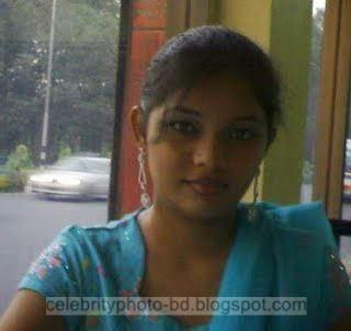 Deshi Girls Photos of Dhaka Bangladesh In Friendship Day