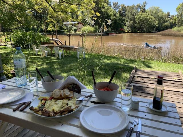Almuerzo a la vera del Rio