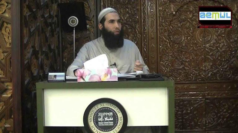 O pregador  Hamza Chaoui na mesquita Al-Oumma, Montréal. Ele pede lapidação e látego para as mulheres, além do fim da democracia.