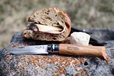 Le couteau Opinel est le parfait compagnon du randonneur