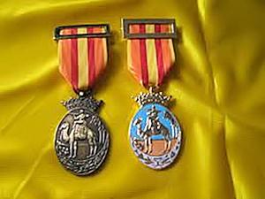 La medalla de Ifni-Sáhara. Izquierda: tropa; Derecha: oficiales.