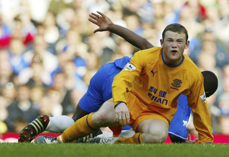 Wayne Rooney  Leaves  Manchester United after 13 years, signs two years contract with Everton