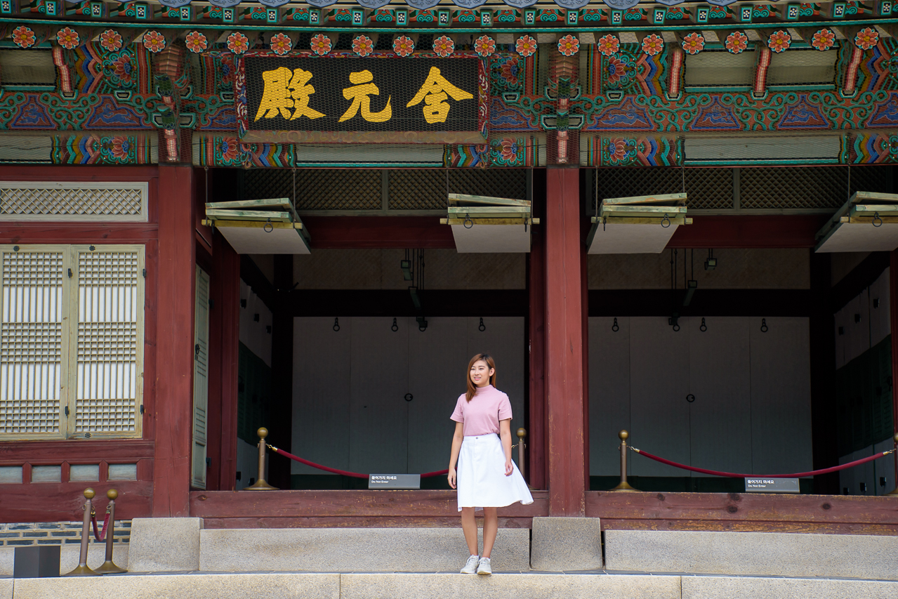 visiting the Gyeongbokgung place in seoul
