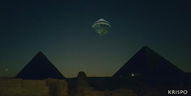 un ovno sobre las piramides de egipto de noche