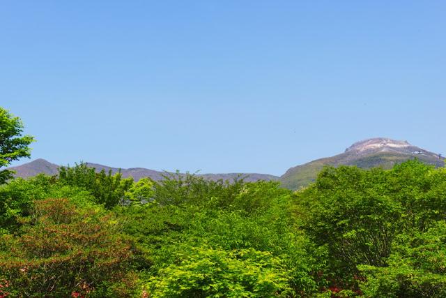 南月山と茶臼岳~那須八幡のつつじ群落(栃木県)