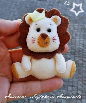 """alt=""""leão em feltro animais safári"""""""