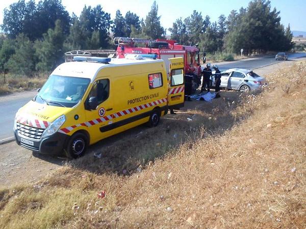 وفاة رب عائلة وإصابة زوجته وإبنته في حادث مرور خطير