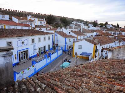 Foto de Óbidos, cidade medieval com muralhas