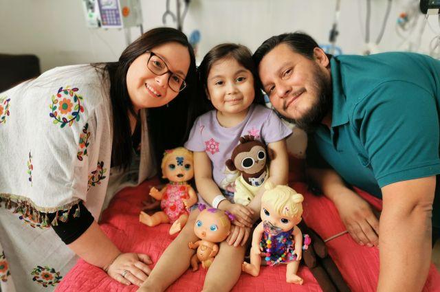 Catalina Pérez, rodeada de sus padres