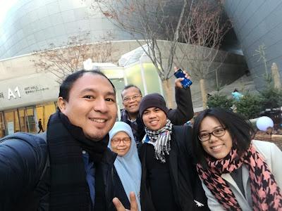 Wefie bersama di Dongdaemun Design Plaza, DDP