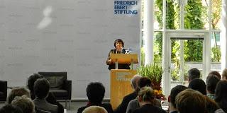 Отунбаева выступает в Берлине