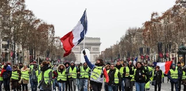 Kembali Turun Ke Jalan, Protes Rompi Kuning Dipusatkan Di Versailles