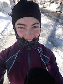 Coureuse souriante, hiver, neige, glace, rue de Montréal, Ahuntsic