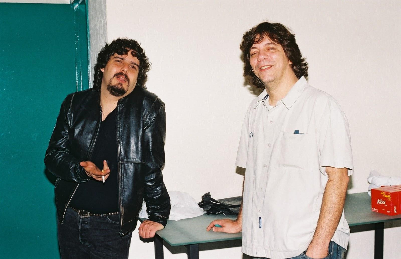Eduardo Xocante à direita, ao lado de Xando Zupo (esquerda). Dia da  filmagem do Clip