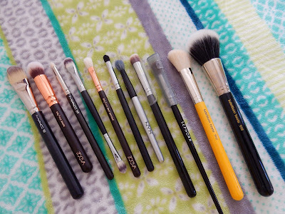 decluttered brushes - www.modenmakeup.com
