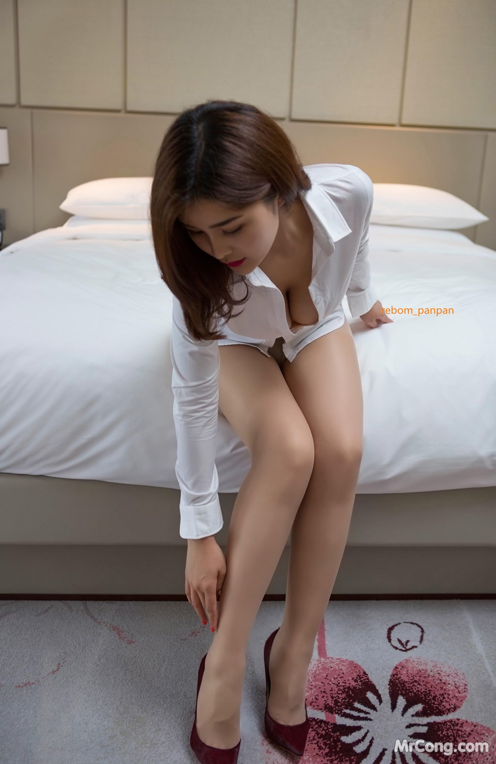 Image Yan-Pan-Pan-Part-4-MrCong.com-002 in post Người đẹp Yan Pan Pan (闫盼盼) hờ hững khoe vòng một trên giường ngủ (40 ảnh)