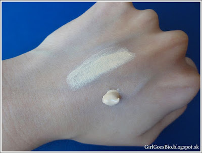 ZAO silk foundation light sand 711 swatch