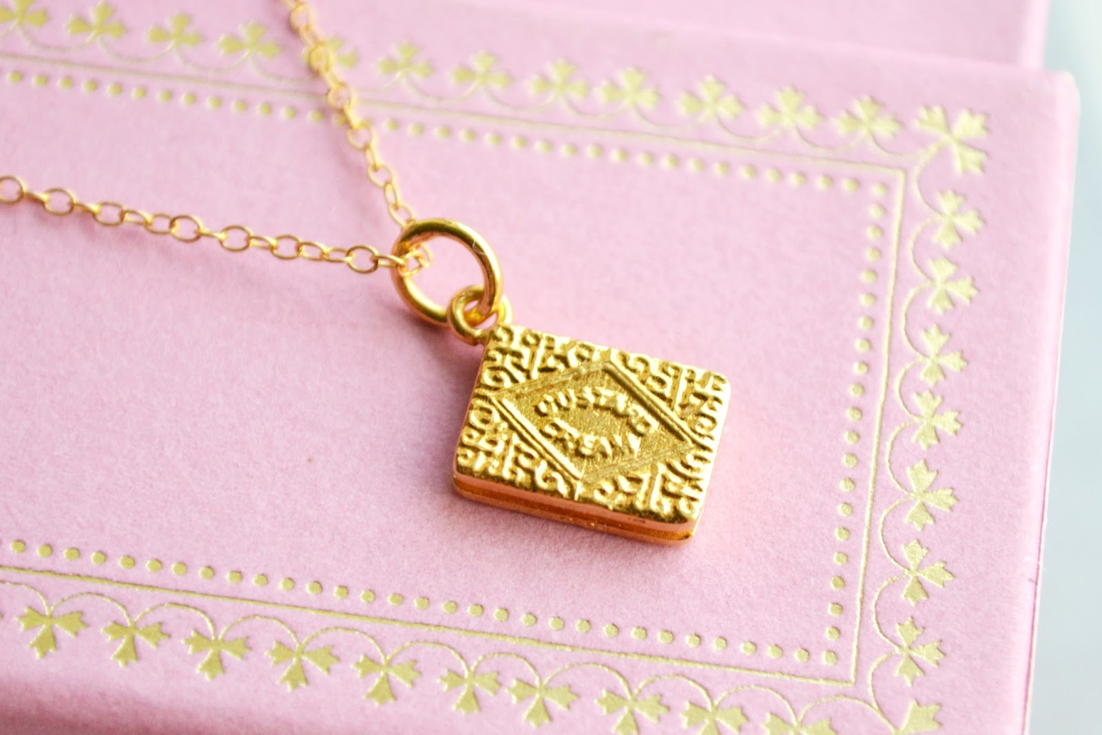 custard cream necklace, quirky jewellery, cute jewellery