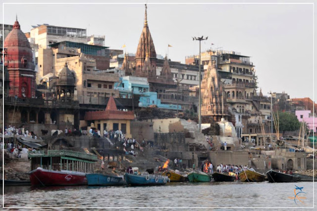 Manikarnika Ghat principal ghat de cremação em Varanasi