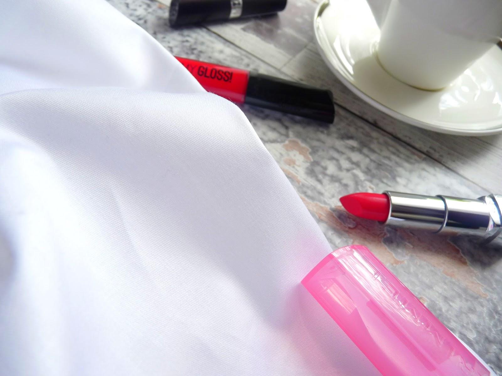 powiększenie ust makijażem