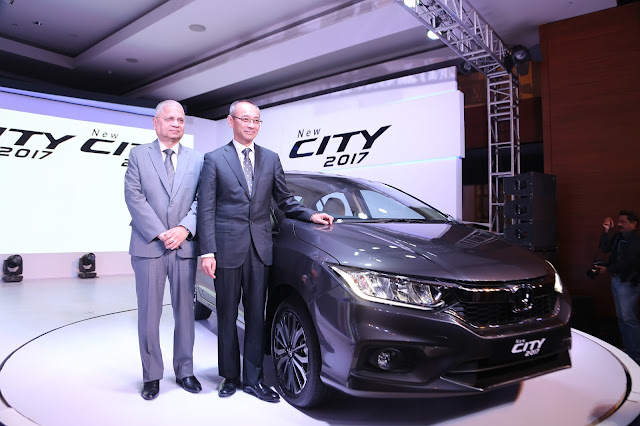 (R-L) Mr Yoichiro Ueno, President and CEO & Mr Raman Kumar Sharma, VP, Honda Cars India Ltd at the launch of New City 2017