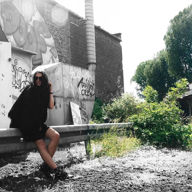 vanessa worth, vanessaworth1, fashion, mode blogger, fashion blogger, fashionblogger, blogger deutschland, deutsche blogger, deutsche fashion blogger, allblackeverything, all black everything, fur jacket, dr. martens, zara