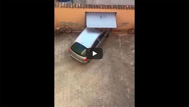 https://www.ahnegao.com.br/2018/08/tente-nao-morrer-de-agonia-com-esse-carro-tentando-sair-da-garagem.html