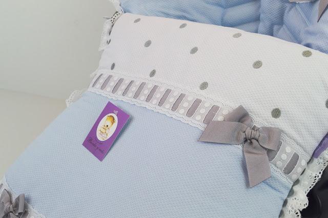 colchoneta maxicosi celeste, blanco y gris