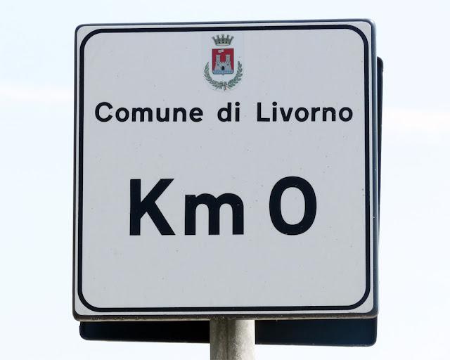 A really useful sign, Piazza Mazzini, Livorno