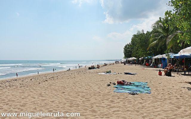 Relax-Pantai-Kuta