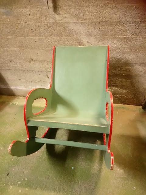 Lasten vanhat huonekalut