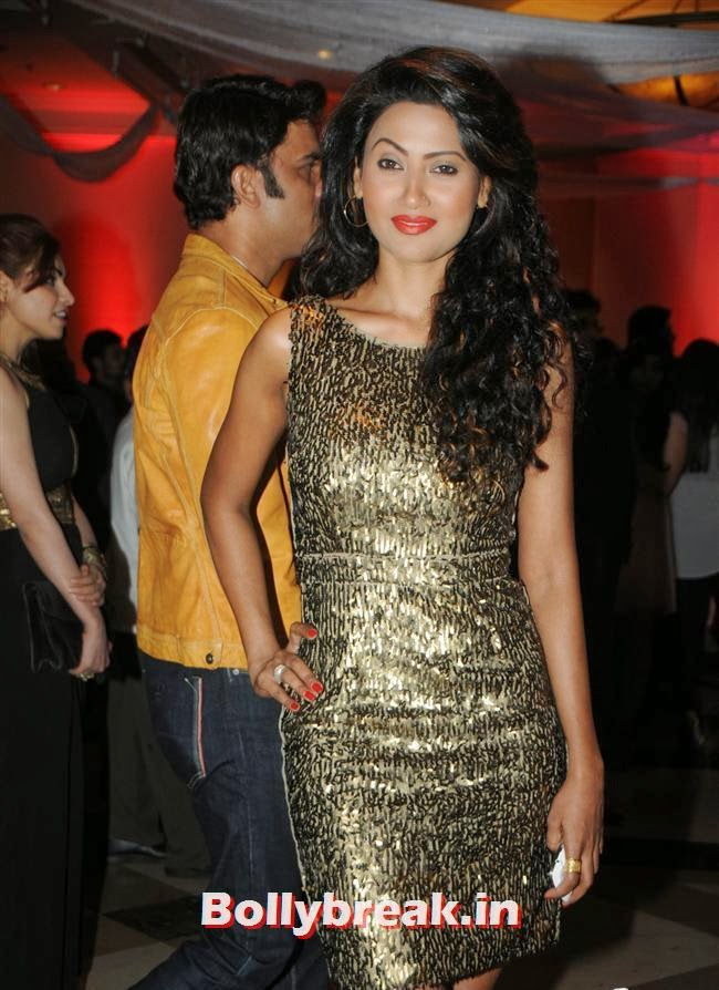Nigaar Khan, Page 3 Celebs at Rohit Varma's A Beautiful You Inside Out Show