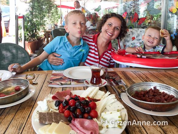 Namlı Gurme'nin kaliteli kahvaltısı hem bizi hem çocukları mutlu etti, Karaköy