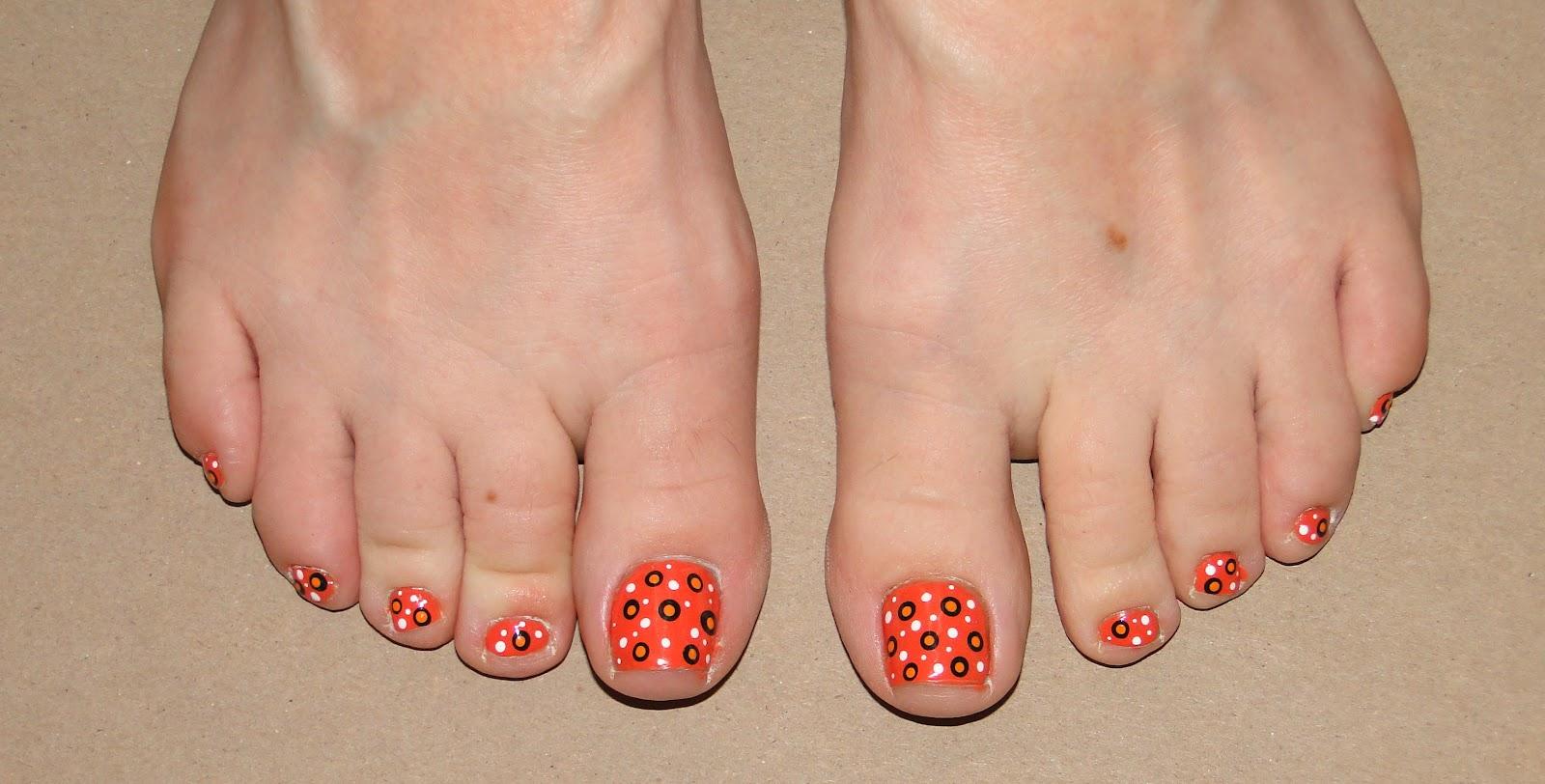 WeeklyWackyNails: Polka Dot Pedicure Nail Art