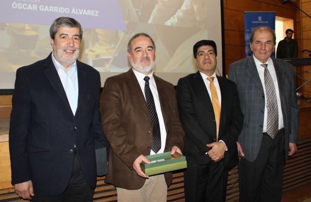 Rector Óscar Garrido junto a Julio Kalazich, Rubén Oñate y Fernando Becker