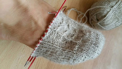 Kojinių mezgimas nuo pirštų