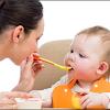 5  Hal Ini Perlu Diperhatikan Sebelum Memilih Makanan Bayi