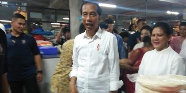Keliru Sebut Pasar Badung, Jokowi Mengaku Kadang-kadang Eror