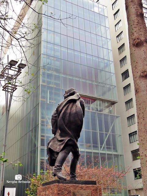 Foto composição com o Monumento a Francisco de Miranda e o Instituto Moreira Salles - Consolação - São Paulo