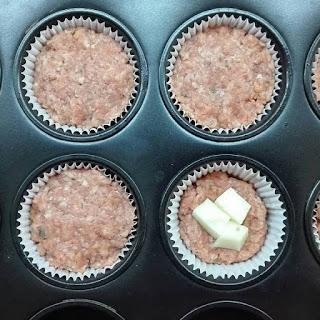 Μπιφτεκάκια γεμιστά στην θήκη Muffins