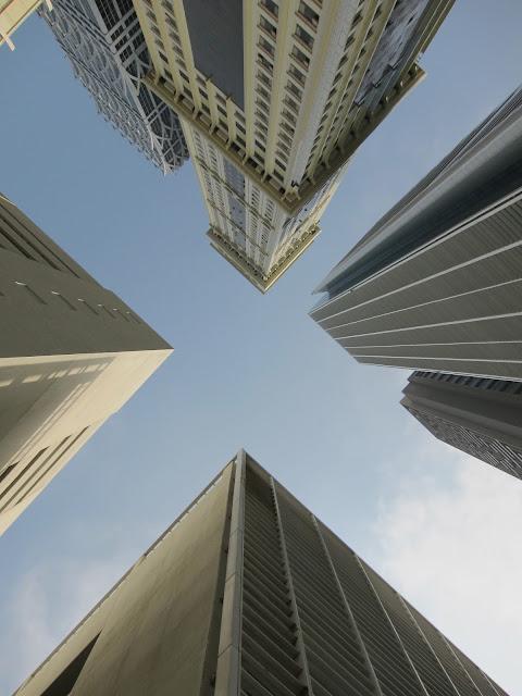 Skyskrapor längs Sheikh Zayed Road i Dubai