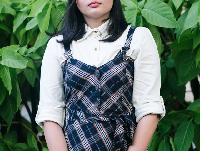 White-shirt-with-pinafore-dress